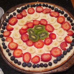 Easy-Peezy Fruit Pizza: low-fat sugar cookie or oatmeal cookie mix, 2 1/2 cups vanilla Greek yogurt, fruit of your choice!