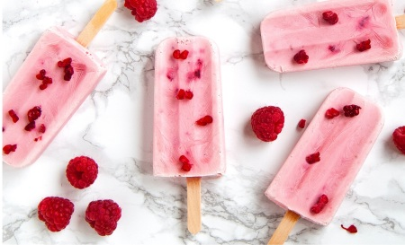 summer Popsicles with raspberries